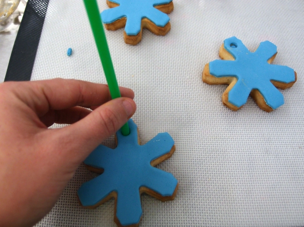 Se acerca la Navidad  y en Nice Cream hemos preparado unos adornos de galleta muy originales para nuestro árbol